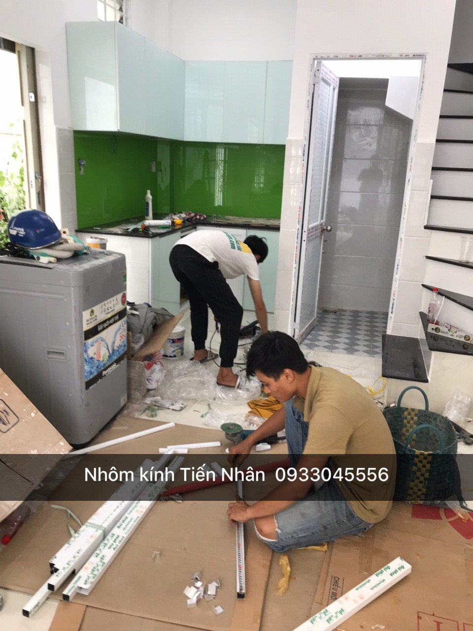 thợ thi công tủ bếp nhôm kính