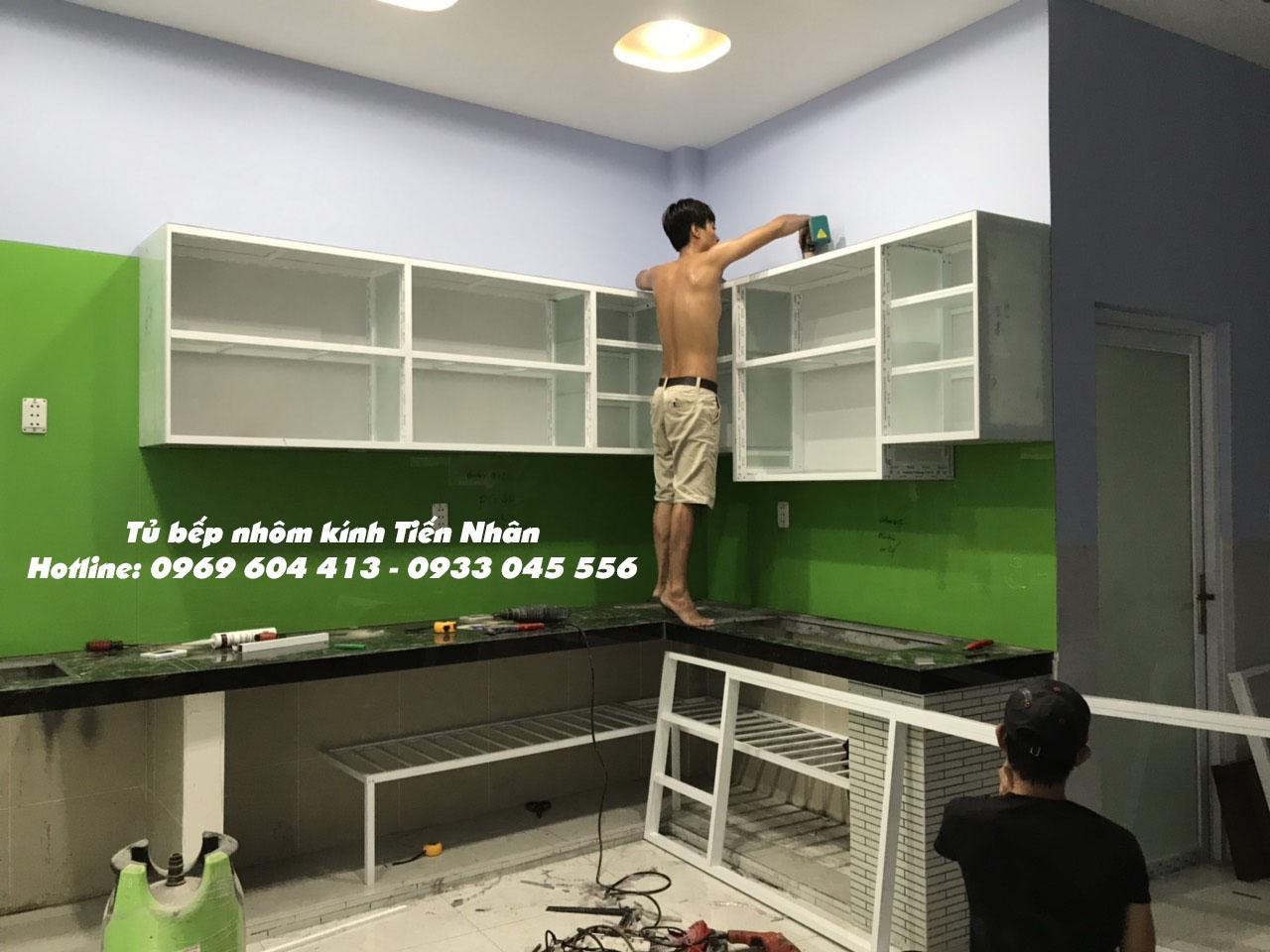 thợ đóng tủ bếp nhôm kính