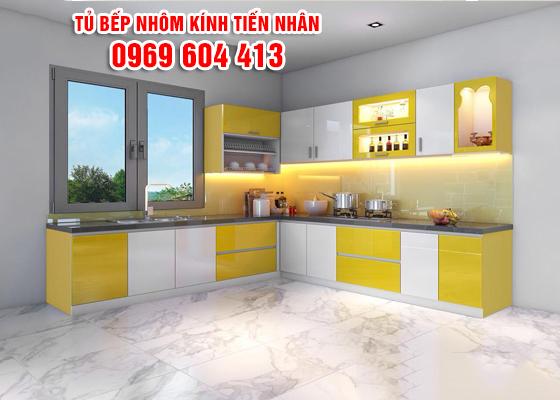 tủ bếp nhôm kính màu vàng